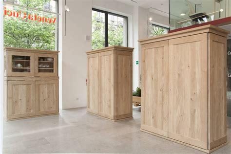 mobili credenza cucina una credenza in cucina ambiente cucina