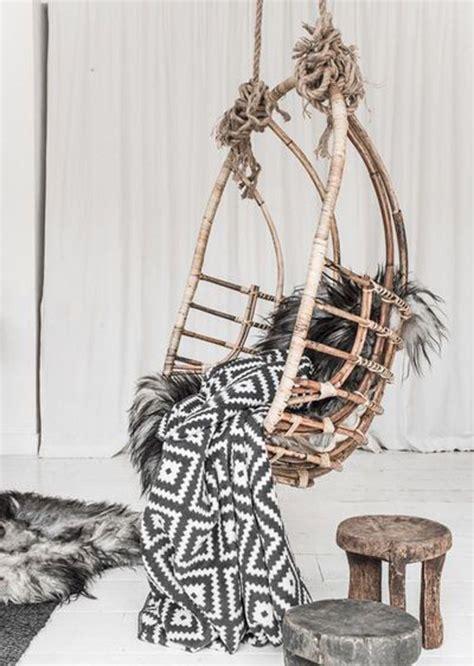 sillas colgantes de mimbre sillas colgantes de mimbre en la decoraci 243 n nomadbubbles