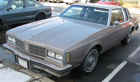 how do cars engines work 1993 oldsmobile 88 interior lighting file 1983 oldsmobile delta 88 royale brougham coupe 2 jpg wikimedia commons