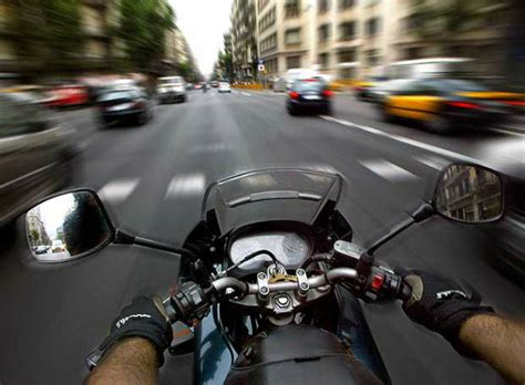 imgenes de amor en moto en toda velocidad manejar entre los autos algunos conceptos que todo