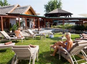 nackig im garten sauna burgenland avita resort