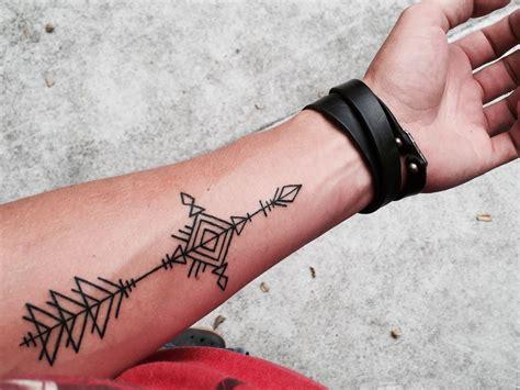 compass arrow tattoo arrow compass ideen arrow