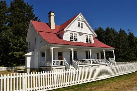 heceta head lighthouse bed and breakfast heceta head lighthouse keeper s home and bed and breakfast