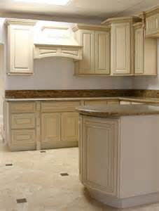antique glaze kitchen cabinets antique glazed cabinets photos