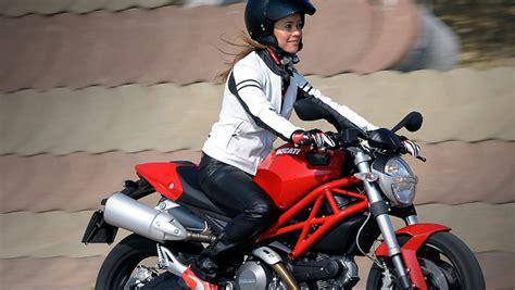 donne in donne in sella alle due ruote l abbigliamento migliore