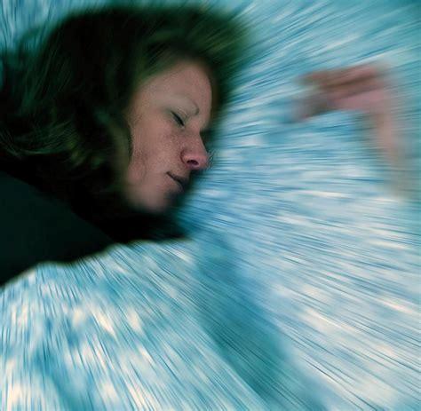 Schlagen Im Schlaf by Rem Schlafst 246 Rung Wenn Im Traum Um Sich Schl 228 Gt Welt