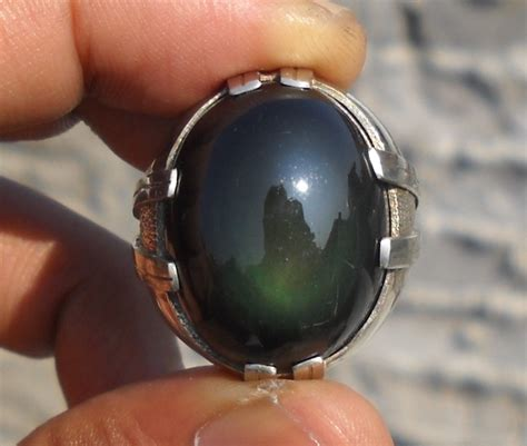 Batu Akik Mirah Madu khasiat mistis dari batu akik mata dewa