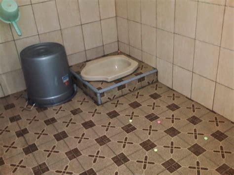 desain kamar mandi dengan kloset jongkok gambar kamar mandi sederhana dengan kloset jongkok inilah