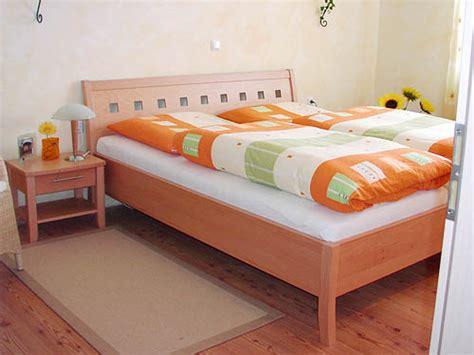 zimmertüren kaufen wandgestaltung schlafzimmer lila