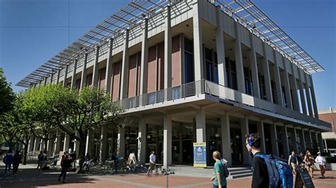Berkeley Evening Mba Duration by Berkeley Braces For Riot Like Protests Even Without