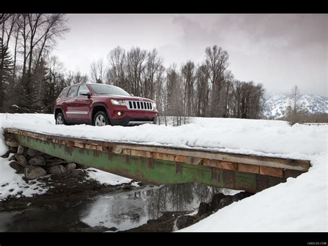 jeep snow wallpaper jeep grand cherokee 2011 on snow front right quarter