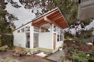 mid century modern tiny house tiny backyard house filled with mid century finds digsdigs