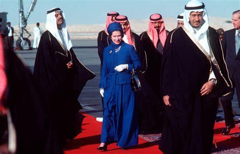 sheikh funeral traditions новое платье королевы 2 agritura