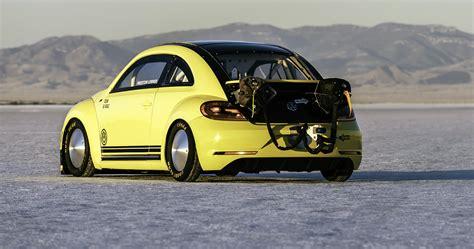 volkswagen bumblebee volkswagen beetle hits 330km h at bonneville salt flats