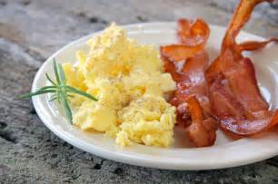 the best scrambled eggs and bacon breakfast