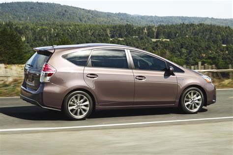 Toyota Prius Five 2015 Toyota Prius V Updated To Look Like Its European Sibling