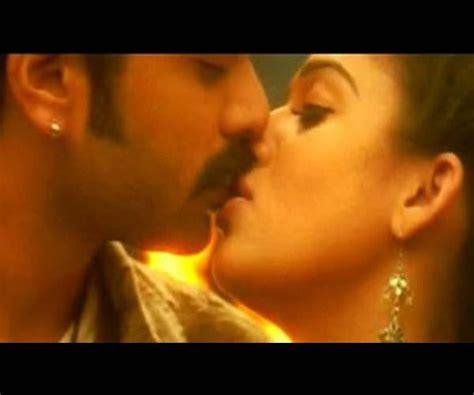 nayanthara bathroom video simbu nayantara hot images femalecelebrity