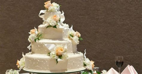 Christian Wedding Cake by Christian Cake Maker Who Lost Court Receives Support