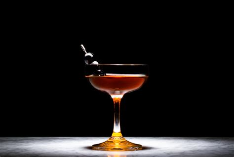 manhattan drink recipe how to a manhattan cocktail gear patrol