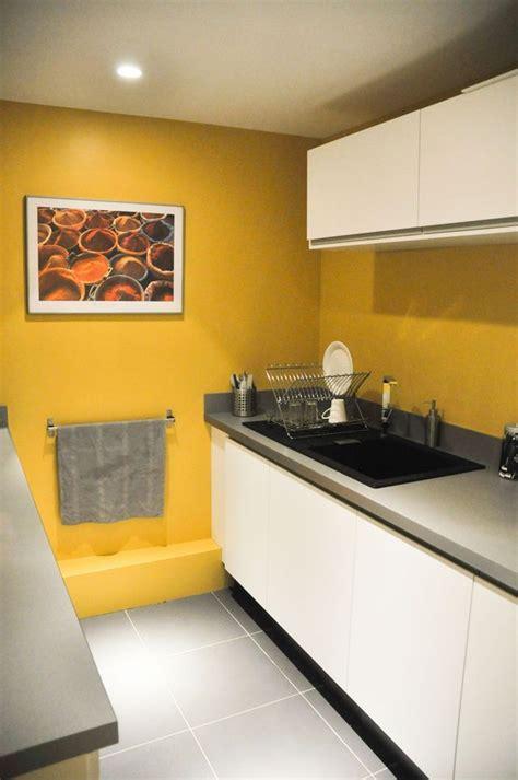 peinture cuisine jaune les 25 meilleures id 233 es de la cat 233 gorie murs de la cuisine