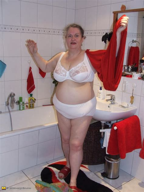 bbw in the bathroom mature bathtub 28 images bubble bath stock photos