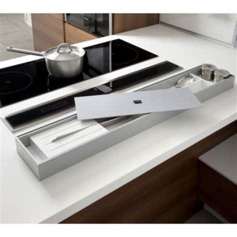 plan pour cuisine 駲uip馥 rangement ustensiles sur plan de travail accessoires de