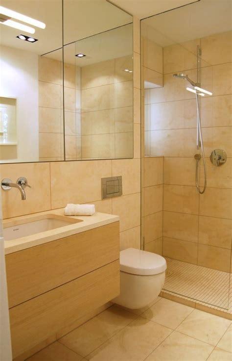 bilder badezimmer fliesen badezimmer bilder dusche glaswand sandfarbe fliesen holz