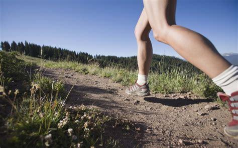 runner for backyard fall trail running