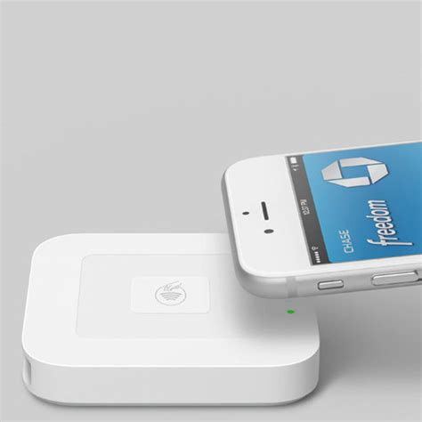apple nfc reader square rolls out 100 apple pay nfc terminals to merchants