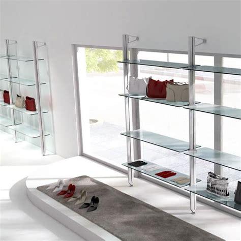 scaffali x negozi scaffalatura per vetrina per negozio alla moda idfdesign