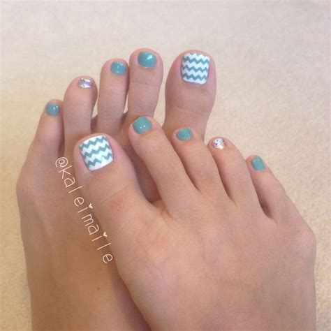 chevron pattern nails best 25 chevron toe nails ideas on pinterest chevron