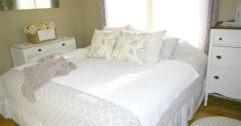 bedroom tricks for her emmy in her element bedroom decorating tricks on a dime