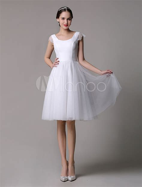 Tulle Knee Length Scoop Neck Short Wedding Dress With Lace