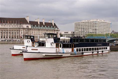 thames river cruise viscountess catamaran cruisers bateaux london river thames london