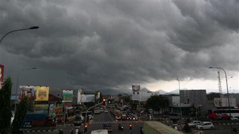 detiknews bandung hari ini diperkirakan hujan masih akan warnai cuaca kota bandung