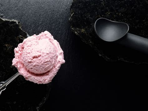 wallpaper pink and cream 1024x768 pink icecream desktop pc and mac wallpaper