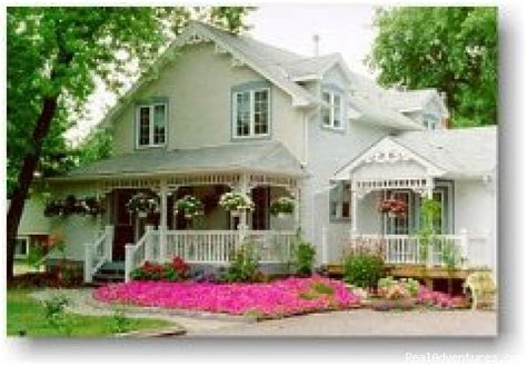 Niagara On The Lake Cottage by Ashgrove Cottage Niagara On The Lake Ontario Bed