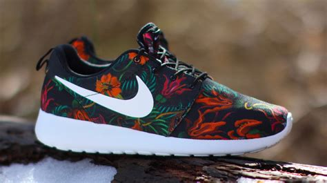 Sepatu Nike Roshe Run 03 nike roshe runs blooming for sole collector