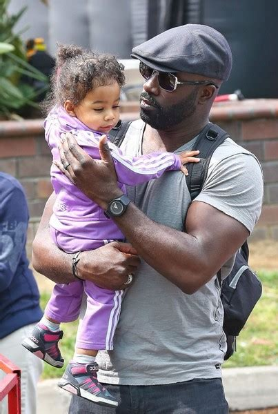 mike colter zimbio mike colter photos mike colter visits the farmer s