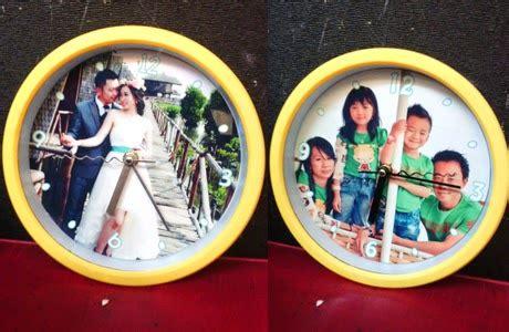 cetak jam dinding pakai foto sendiri ekslusif cocok untuk kado cetak foto kanvas