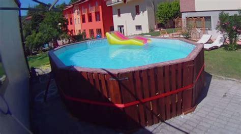 selbst gebauter pool aus paletten mit ma 223 geschneidertem