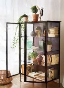 Curio Cabinet Decor 25 Best Ideas About Glass Display Case On Pinterest