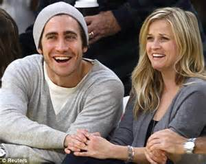 Jake Gyllenhaal Romancing Reese Witherspoon by Match Smitten Reese Witherspoon And Jake Gyllenhaal