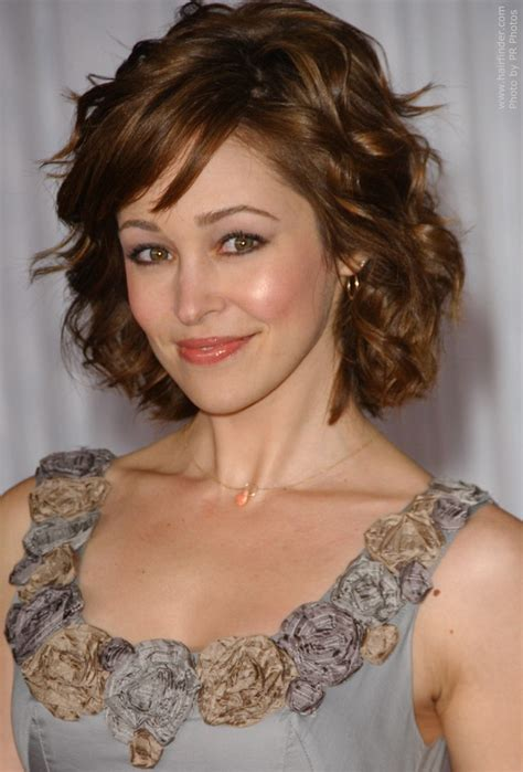 flattering hairstyles for full faces older women short autumn reeser medium length hairstyle for a petite face