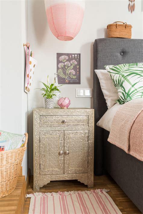pflanzen für schlafzimmer geeignet wohnwand dunkles holz