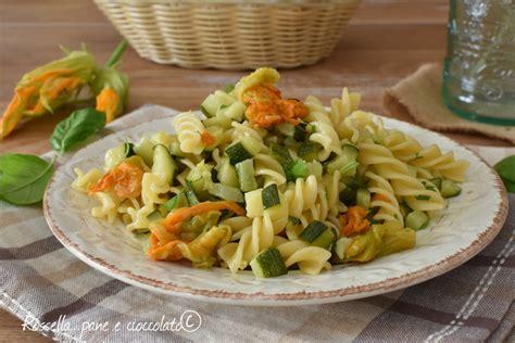pasta con zucchine e fiori di zucca pasta zucchine e fiori di zucca saporita e veloce