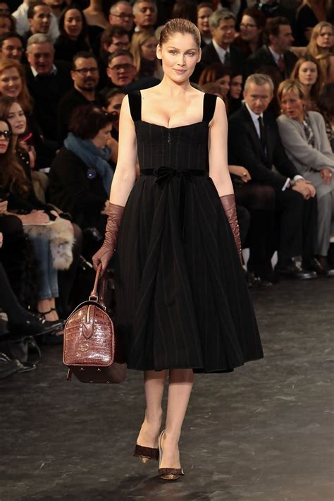 Louis Vuitton Brings In The Supermodels For 2008 by Laetitia Casta Photos Photos Models Walk For Louis