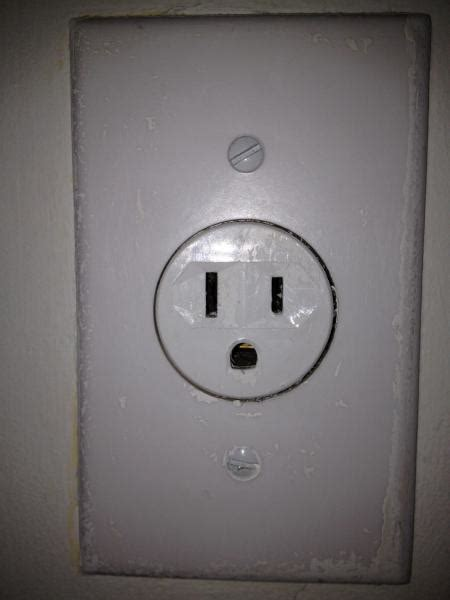 is this outlet 115v or 220v doityourself community