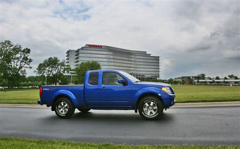 2017 Nissan Frontier King Cab by Comparison Toyota 4runner Limited 2017 Vs Nissan