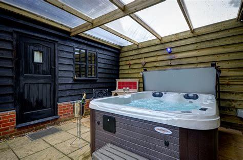 luxury cottage with tub luxury tub cottage woodfarm barns
